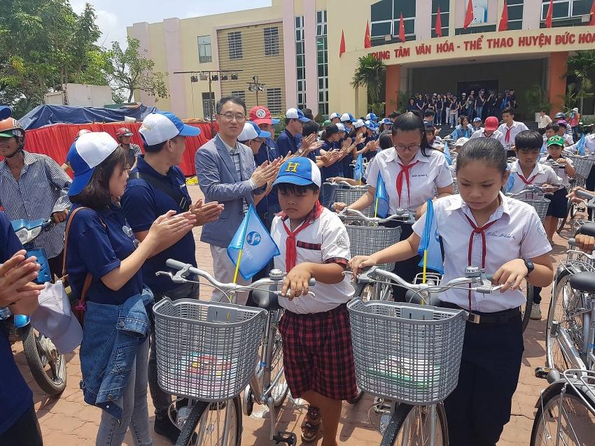 shinhan bank helps underprivileged students on journey to school