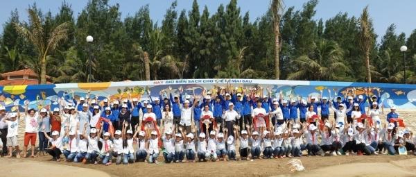 akzonobel sponsors 100m mural to protect ocean environment