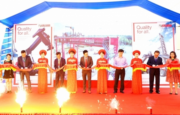 kalmar delivers first new essential range of reach stacker to vietnam