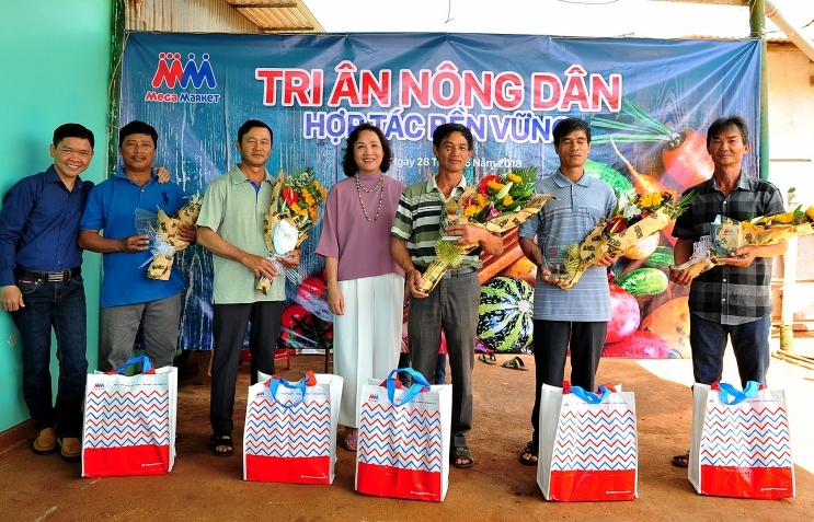 mm mega market vietnam honours 20 local farmers
