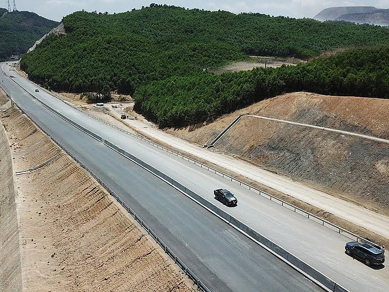 investor of 500 million for the van don mong cai highway disclosed