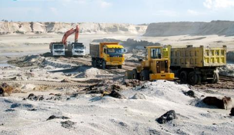 ministry of planning and investment adamant on stopping thach khe mine