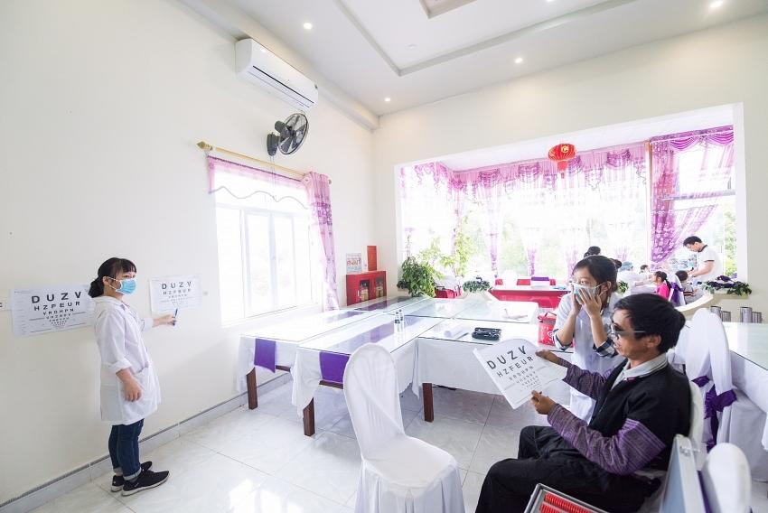 dekalb holds charity medical programme in son la