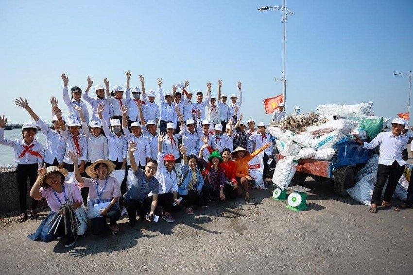 mcd swings into action for trash free seas in nam dinh
