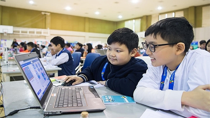 microsoft teaches ict and computer science to 200000 students
