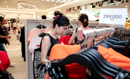 hm and zara open first stores in hanoi