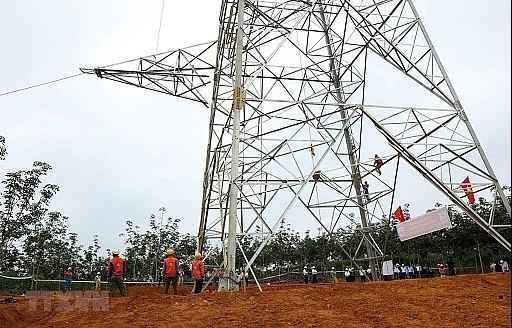 evnnpt leader checks schedule of 500kv doc soi pleiku 2 transmission line