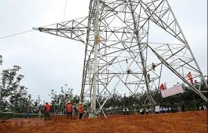 evnnpt leader checks schedule of 500kv doc soi pleiku 2 transmission line