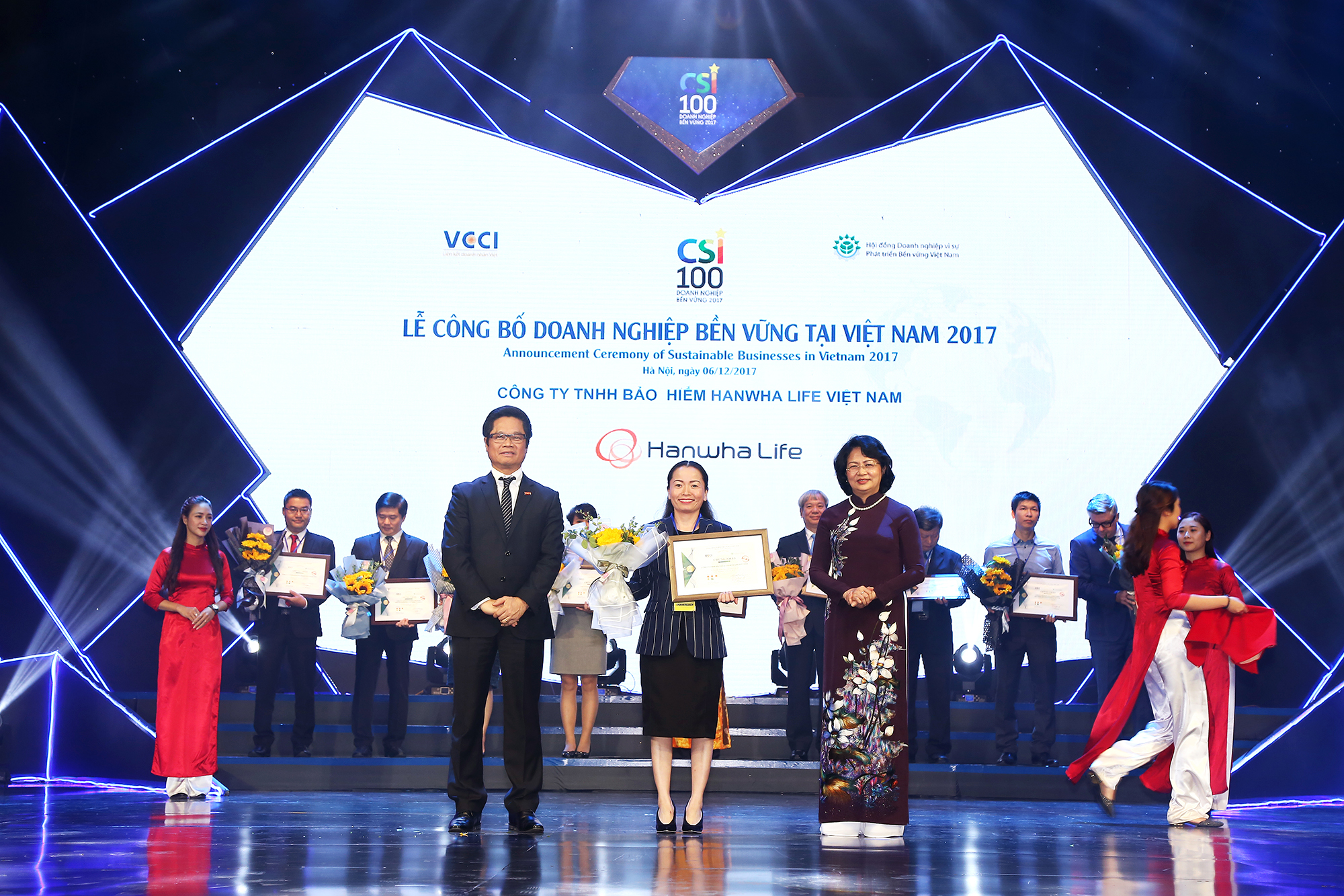 hanwha life vietnam among vietnams top 10 sustainable businesses