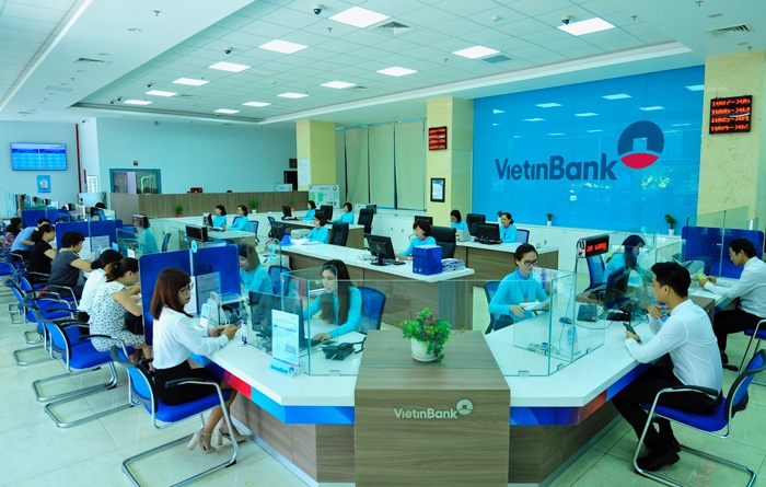 fitch downgrades outlook on vietcombank vietinbank acb mb and anz