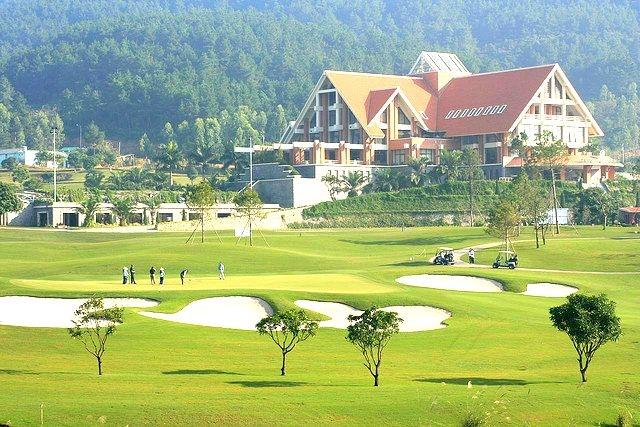 tam dao golf resort fined for social distancing violation