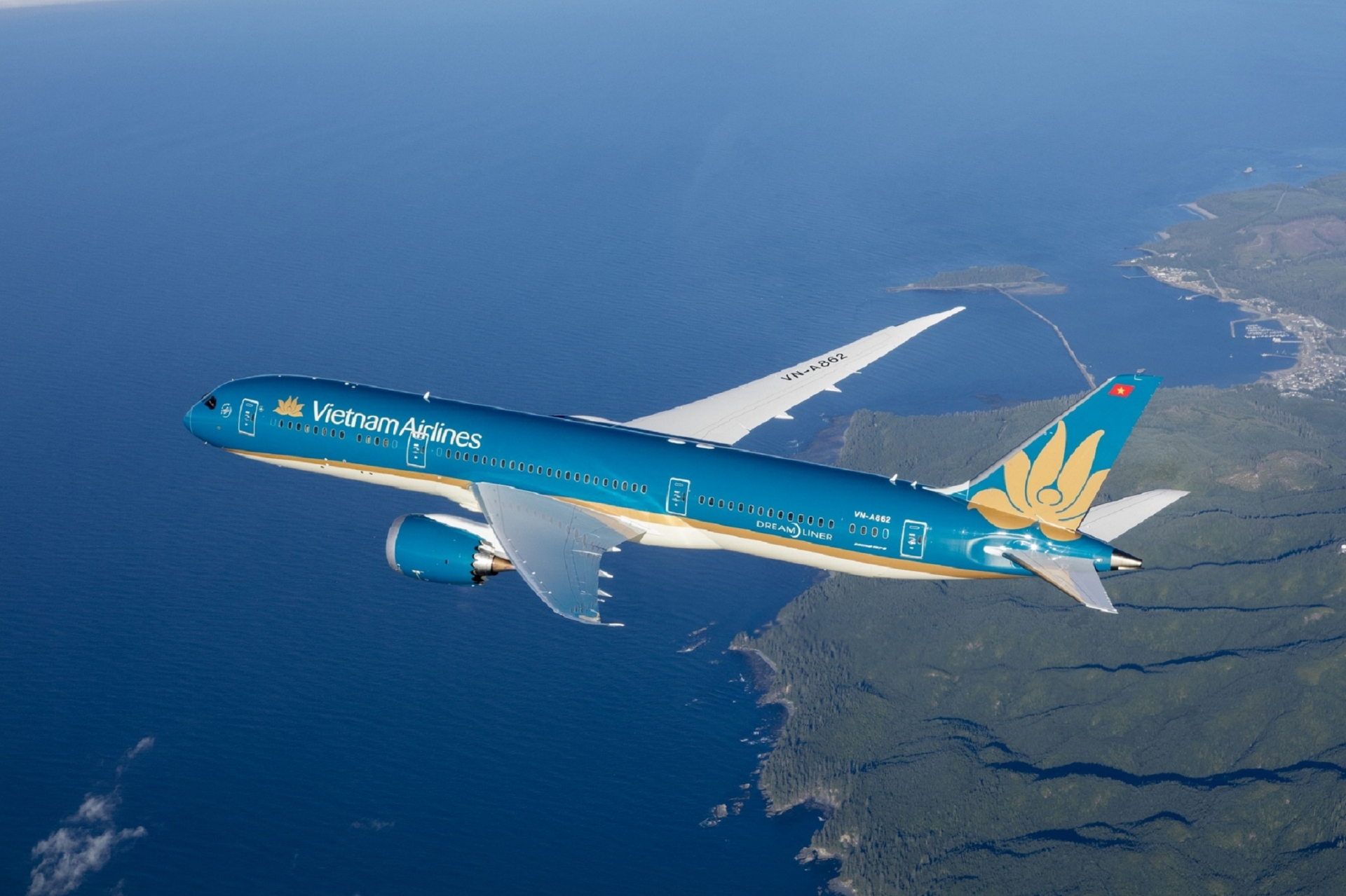 vietnam airlines sells 49 per cent stake in cambodias angkor air