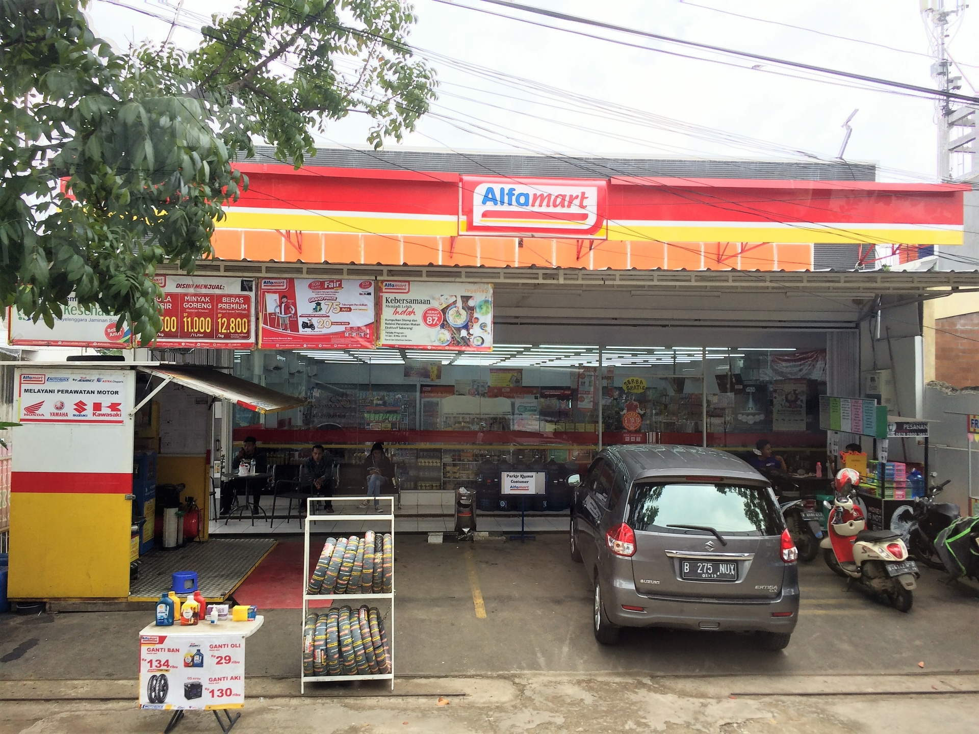 the curious case of mini marts and convenience stores in indonesia and vietnam