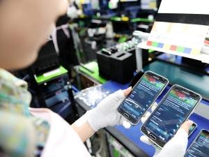 samsung halts phone factory due to coronavirus infection