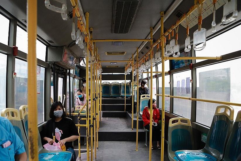 hanoi cuts bus service by 80 per cent to prevent covid 19
