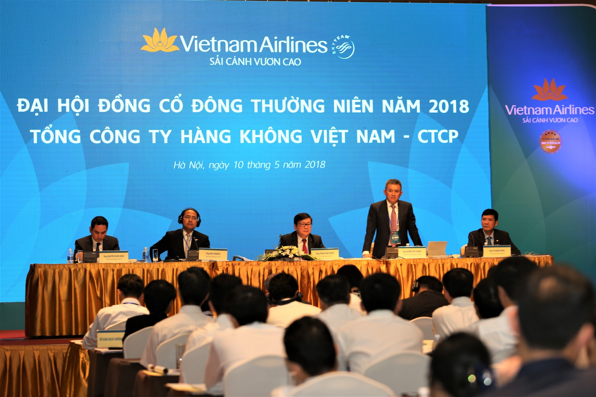 vietnam airlines one of the ten most punctual airlines in the world