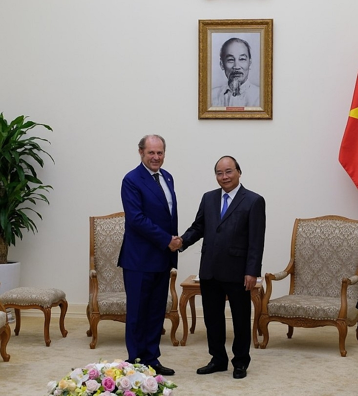 generali group ceo meets with prime minister nguyen xuan phuc