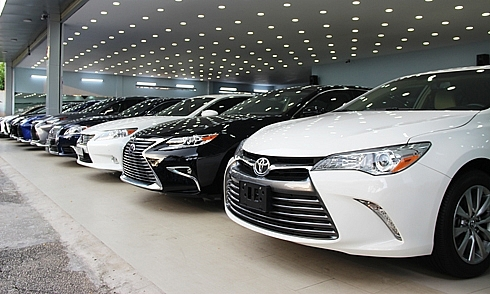 domestic automobile manufacturers getting crowded out by imports