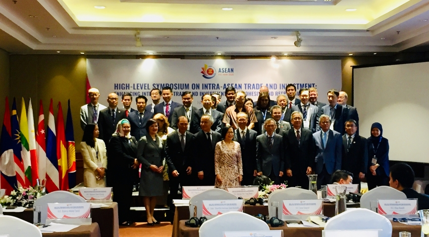 policymakers gather for symposium on intra asean trade in hanoi