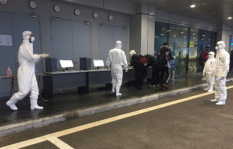 three flights land at van don airport to return citizens from europe