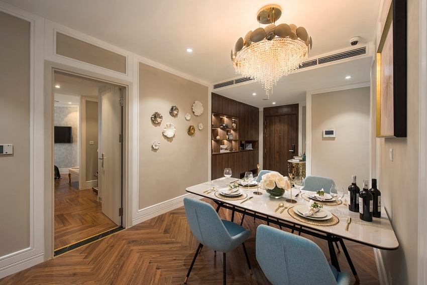king palace floors buyers with show apartments before handover