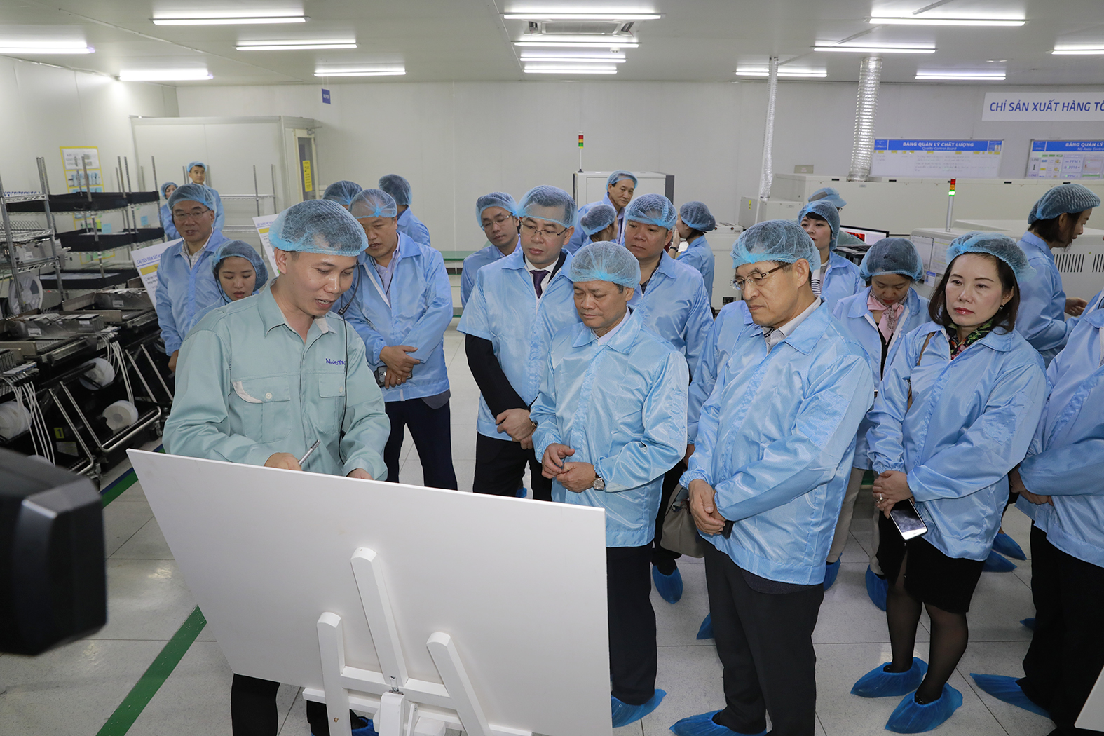 samsung elevates 29 vietnamese vendors to tier 1 supply chain