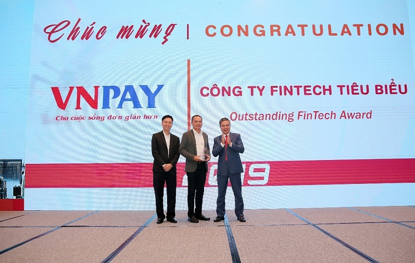 vnpay honoured with outstanding fintech award 2019