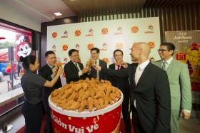 Jollibee celebrates 100th store in Vietnam