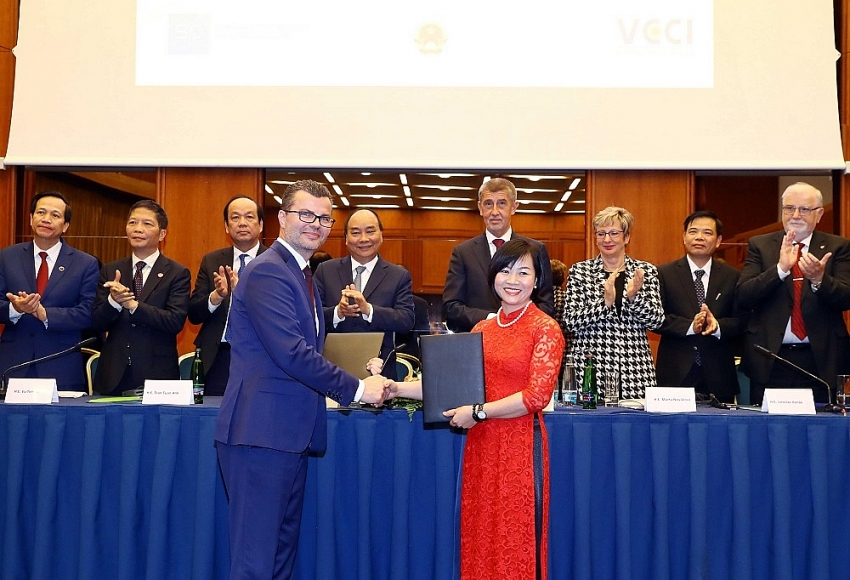 czech pm pledges support to bamboo airways prague vietnam route