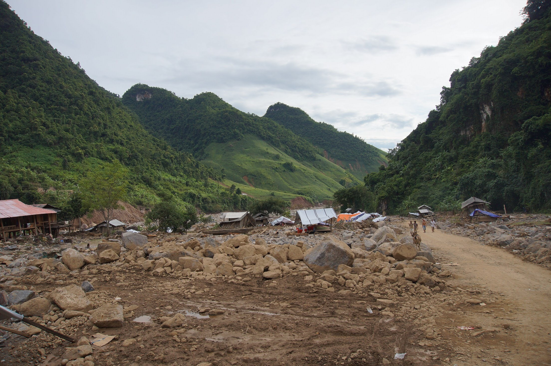 Dekalb Vietnam provides flood relief in Son La province