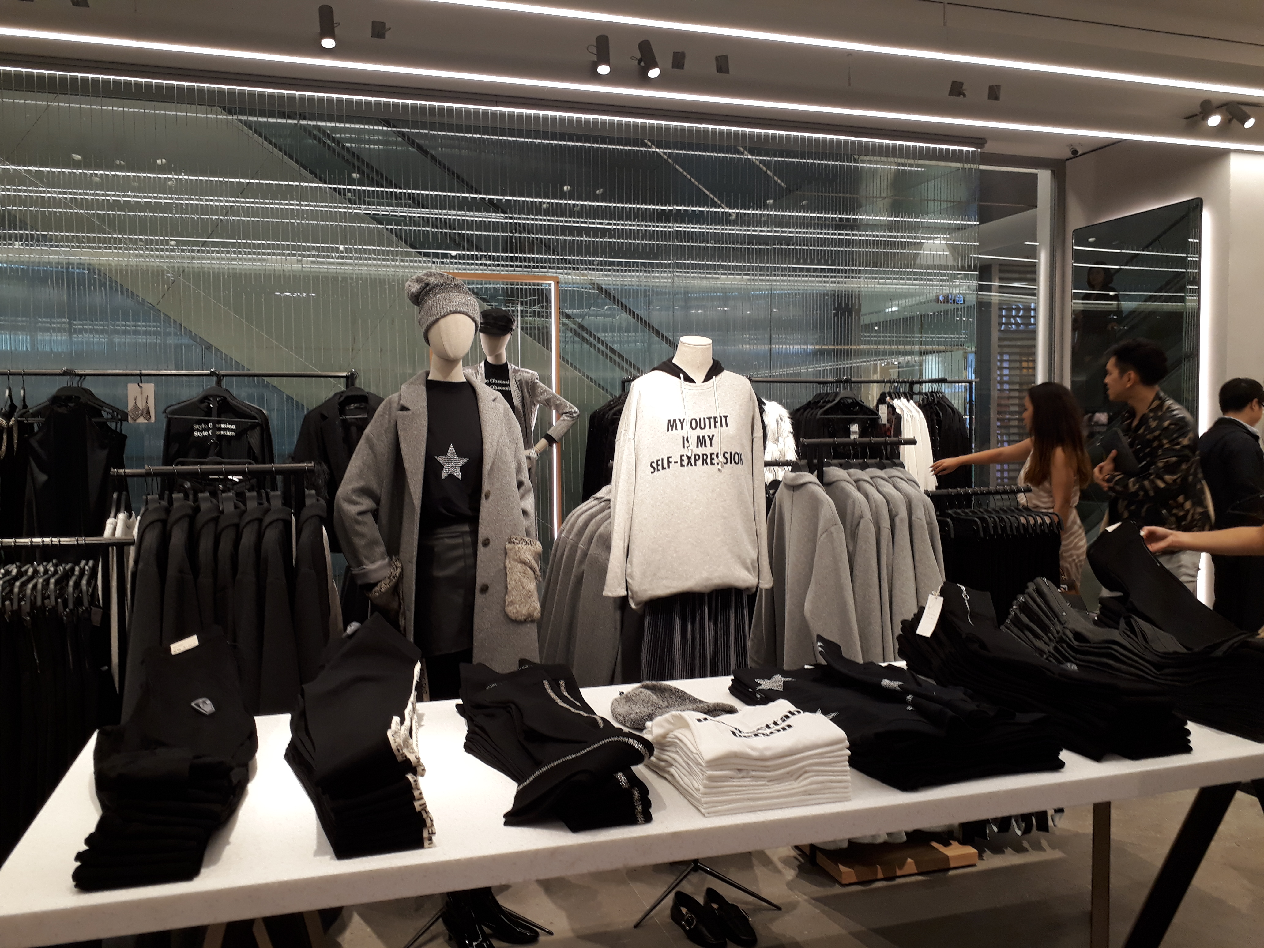zara welcomes first customers in hanoi