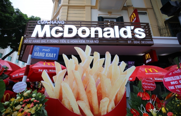 mcdonalds opens first restaurant in hanoi