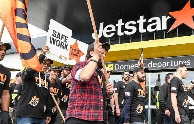 qantas airways at risk of troubles from subsidiary jetstar airways
