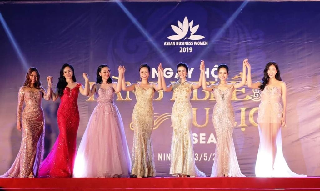 asean business women promoting traditional villages and tourism