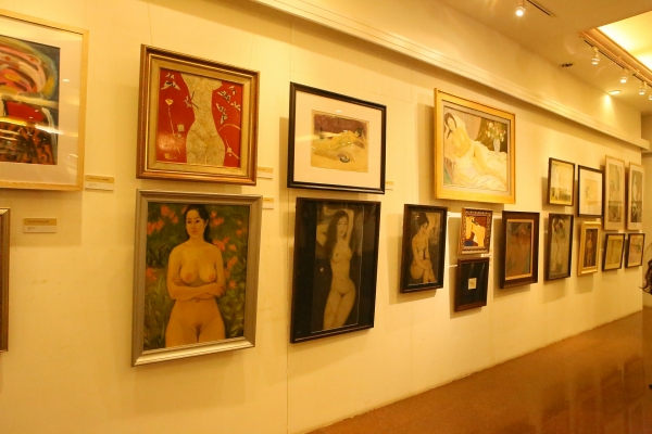endless inspiration the first nude art exhibition opened in hanoi