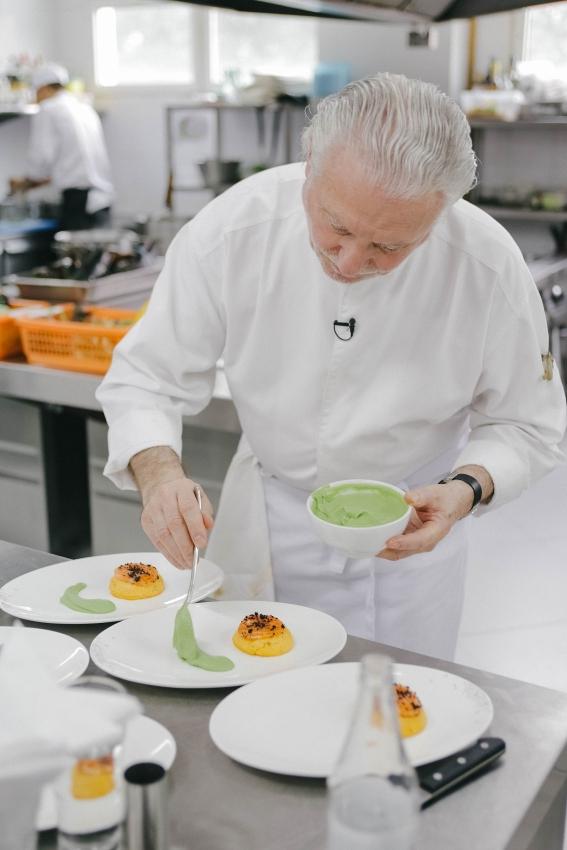 michelin starred chef arriving at press club