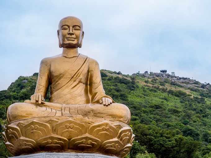 quang ninh offers promotions on buddha enlightened king memorial day