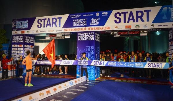 some 3000 runners take on halong heritage marathon