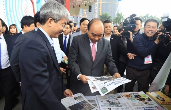 prime minister nguyen xuan phuc visited virs booth at national press festival