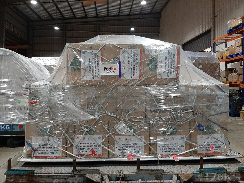 fedex delivers relief shipment to us in fight against covid 19
