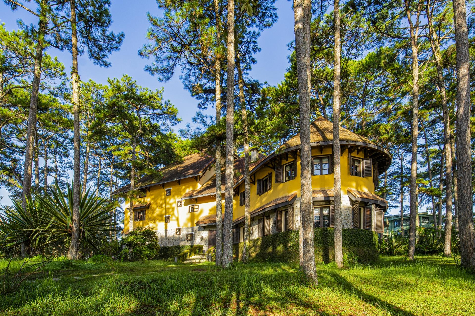 Emeralda Resort Ninh Binh and Ana Villas Dalat promotions for April