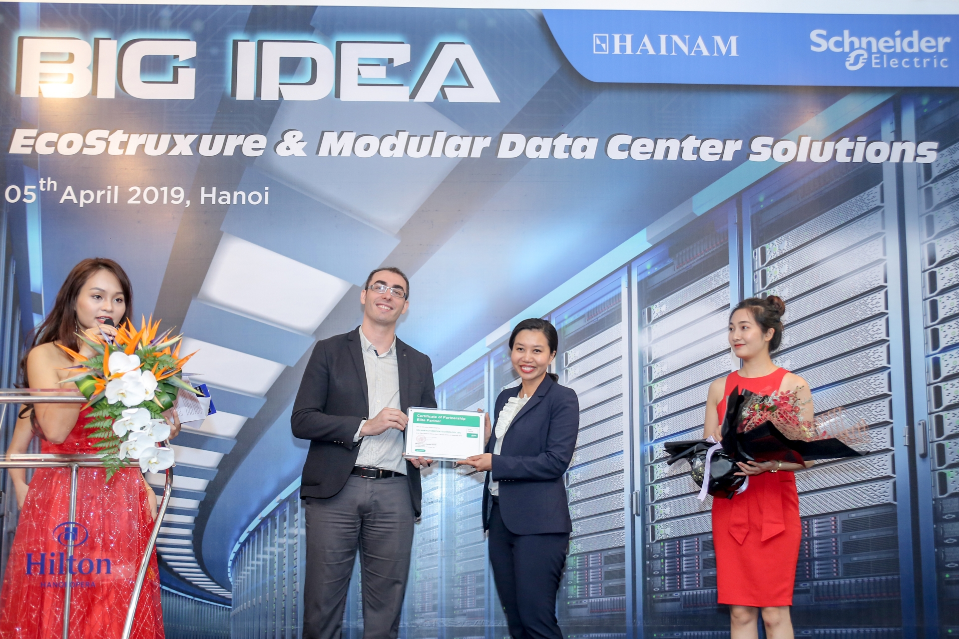 schneider electric it and hai nam sign strategic partnership