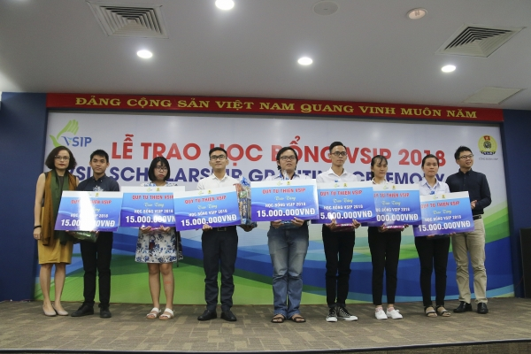 vsip charity fund grants scholarships for students in binh duong