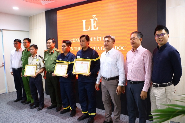 vsip binh duong firefighting team rewarded for father daughter rescue