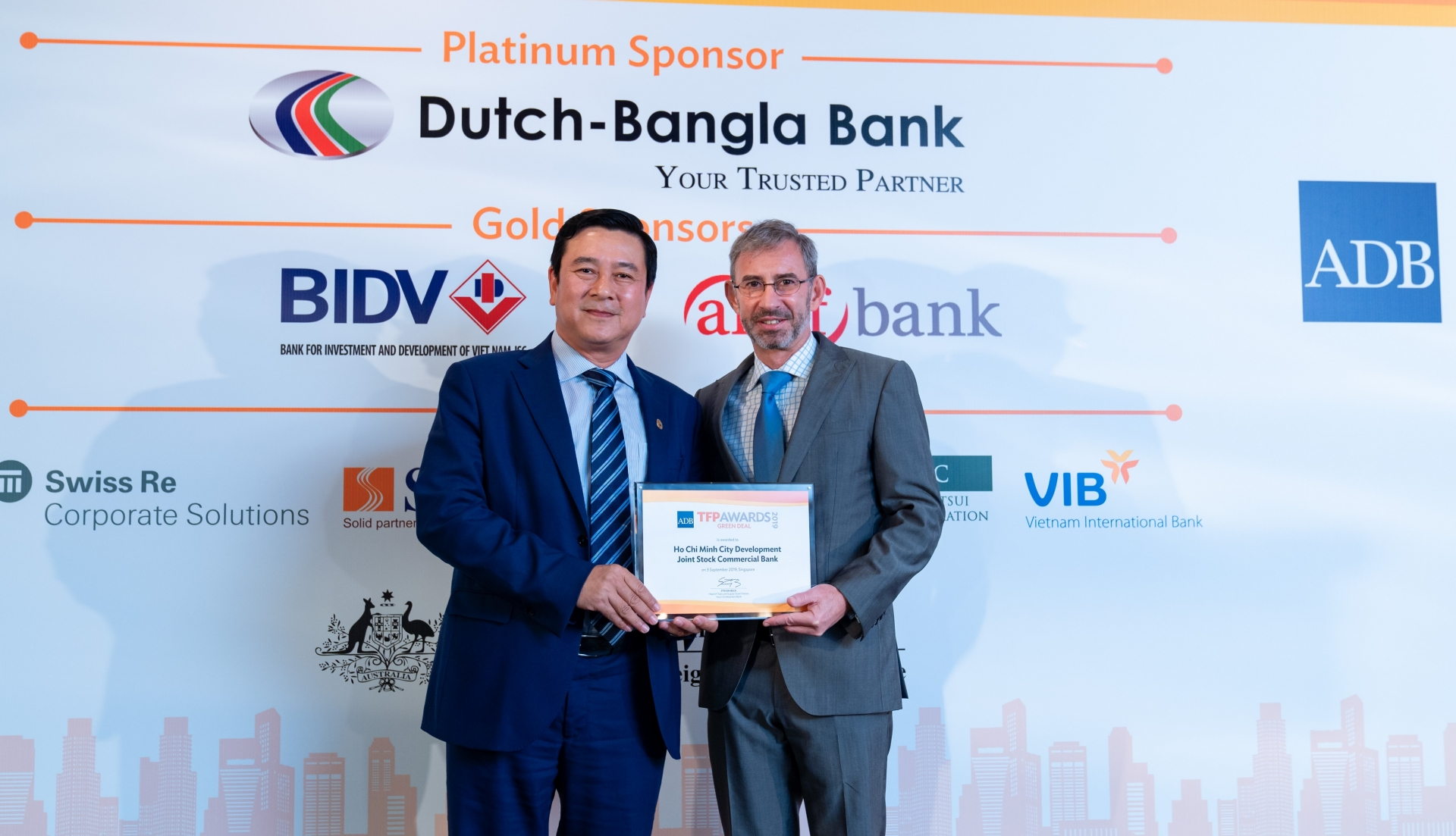 hdbank first vietnamese bank to receive green deal award from adb