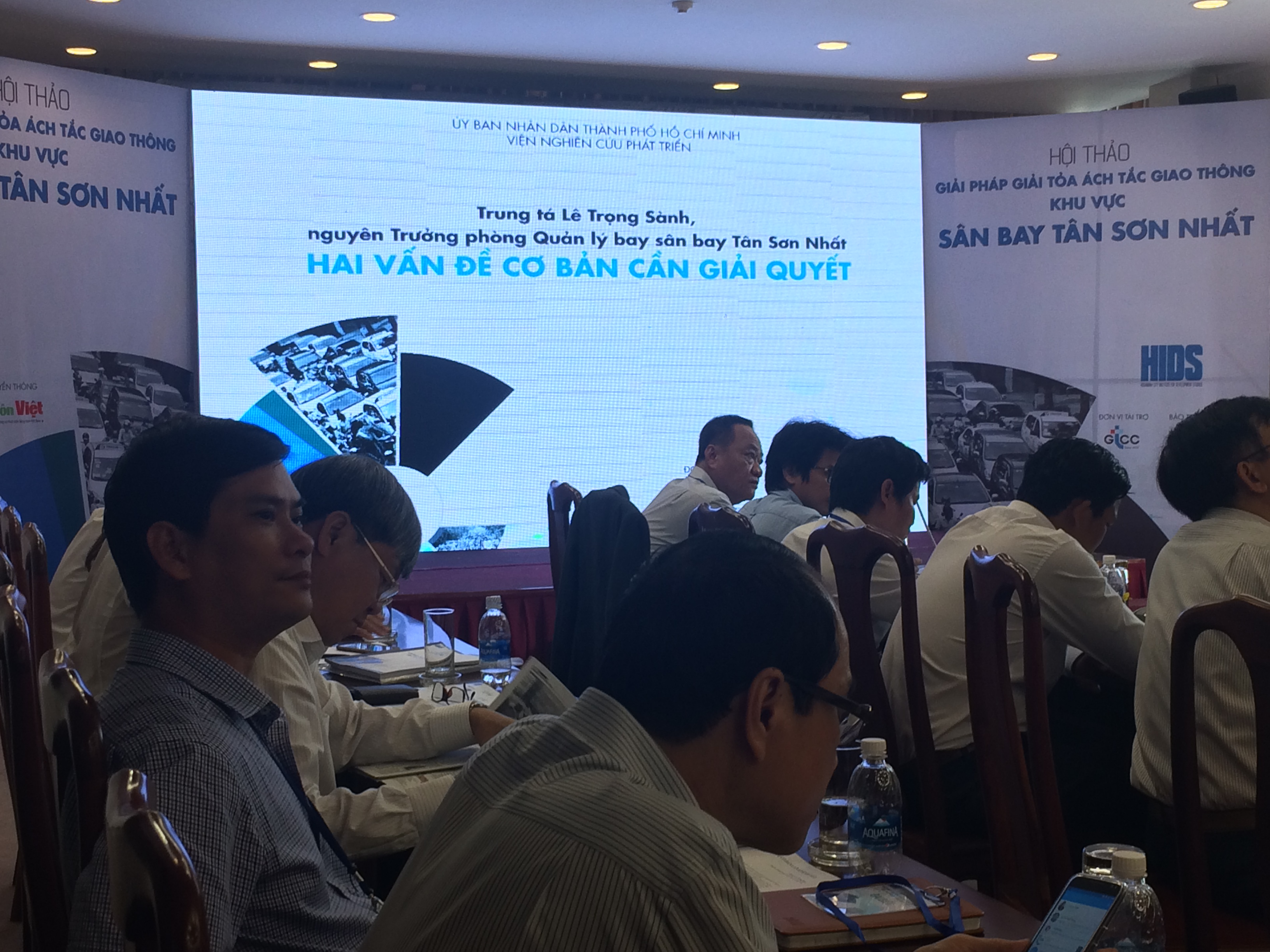 Experts seek ways to tackle congestion at Tan Son Nhat airport area
