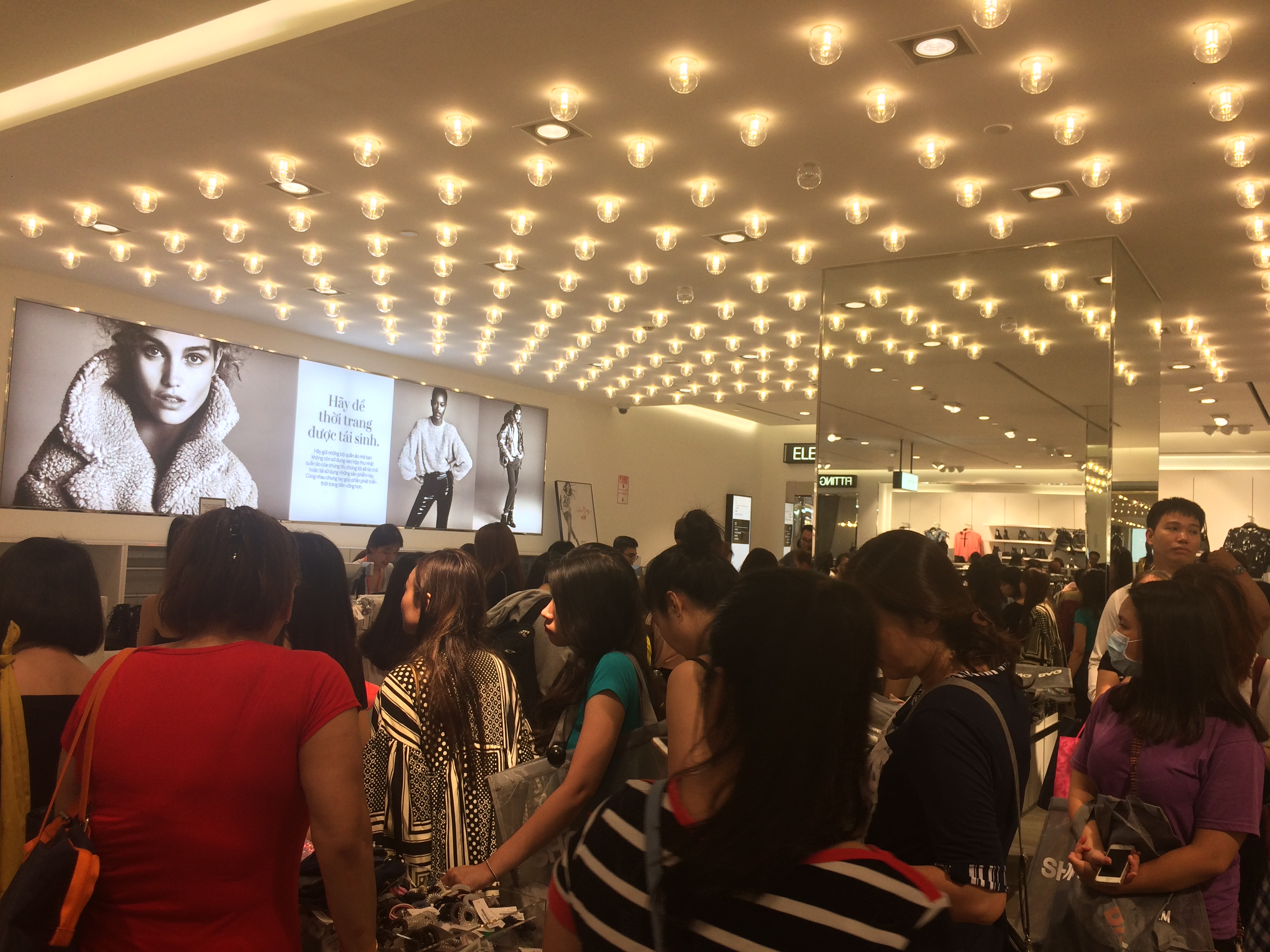 Saigon shoppers flood stores for Black Friday sales