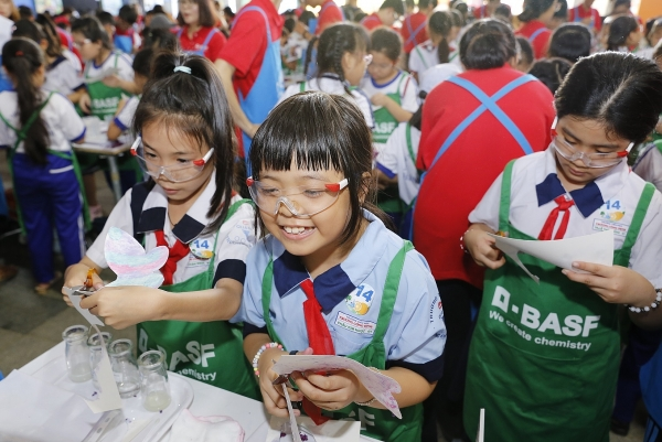 basf kids lab 2018 brings chemistry to the young and needy