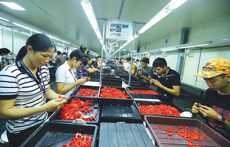 foreign investors double crossed by labour shortage in vietnam
