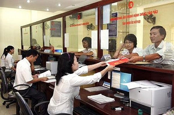 ho chi minh city to test merit pay for workers